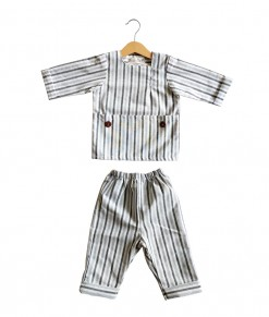 Reyan set in black stripe